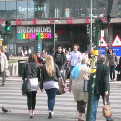 スウェーデンではキャッシュレス化により2008年に110件あった強盗の発生件数が2015年には7件にまで激減