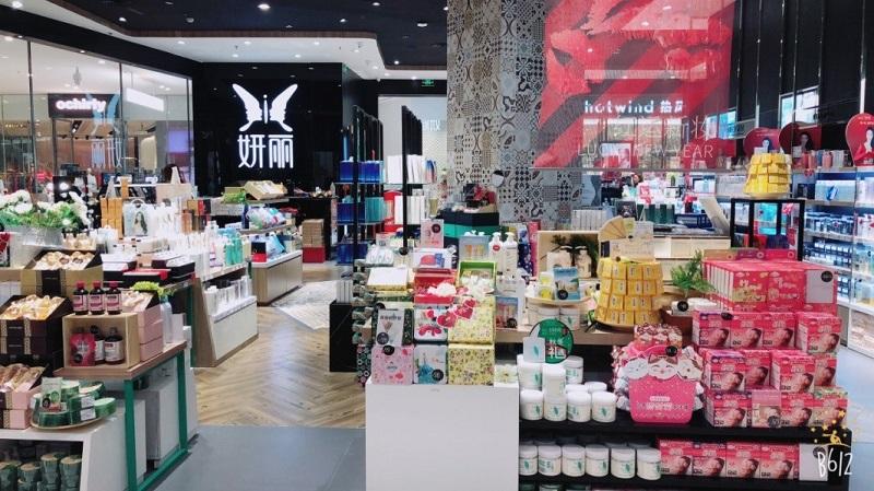 化粧品を中心に販売するドラックストア